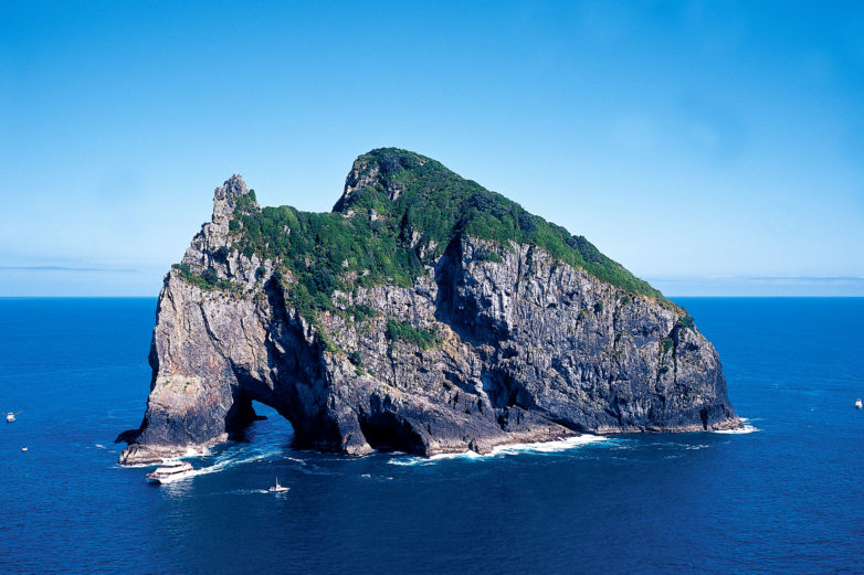 Hole in the Rock, North Island