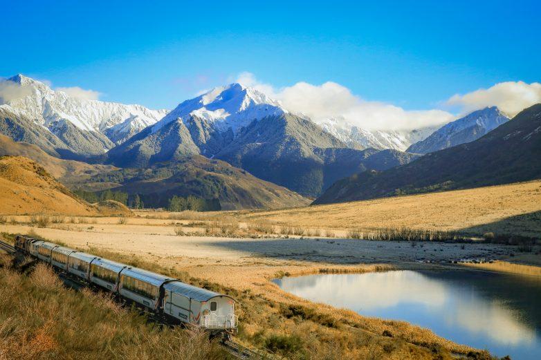TranzAlpine-passing-Lake-Sarah-in-winter-RP179