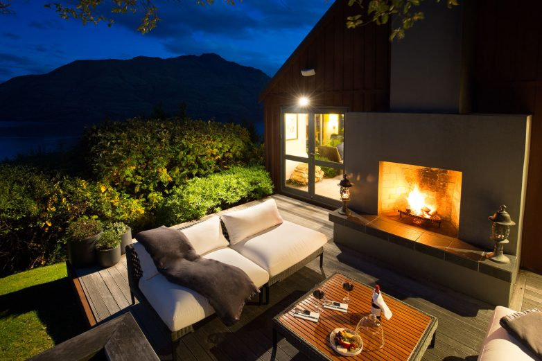 Azur Lodge, Outdoor Fireplace