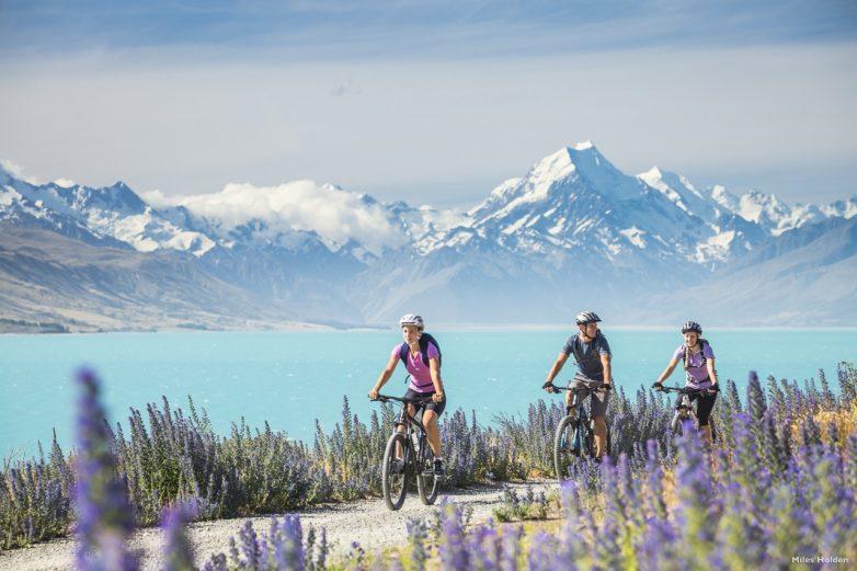 Alps2Ocean Cycling. Lake Pukaki. Credit: Miles Holden